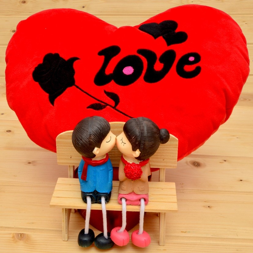 Send your love limitless by sending online valentine gifts